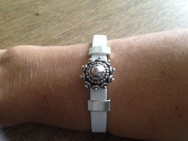 Leren armband ( plat leer ) met Zeeuwse knop